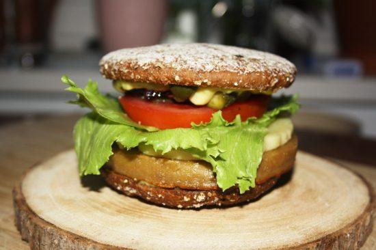 Fertiger veganer Peaf Burger